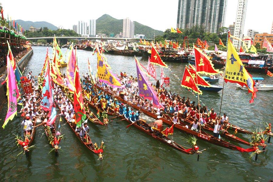 Lomba Perahu Naga