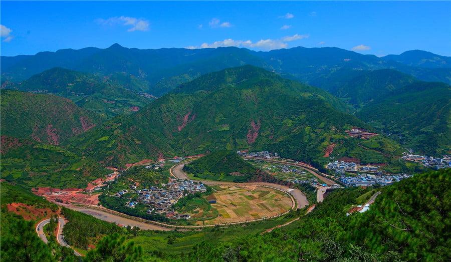 Pemandangan Alam Taiji di Yulong Dali Tiongkok