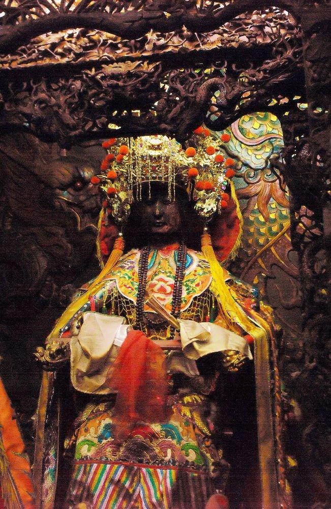 Patung Dewi Tian Shang Sheng Mu (天上圣母) / Mazu pada kuil di Chiayi, Taiwan